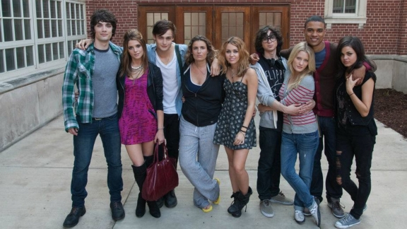 miley-cyrus-lol-cast-photo