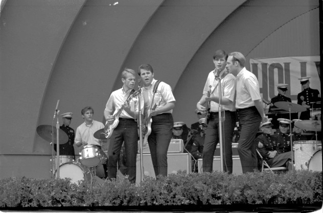 beach_boys_hollywood-bowl-1963